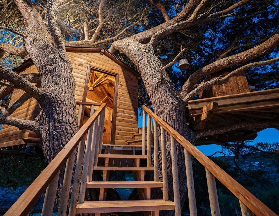 LUXURY TREE HOUSE